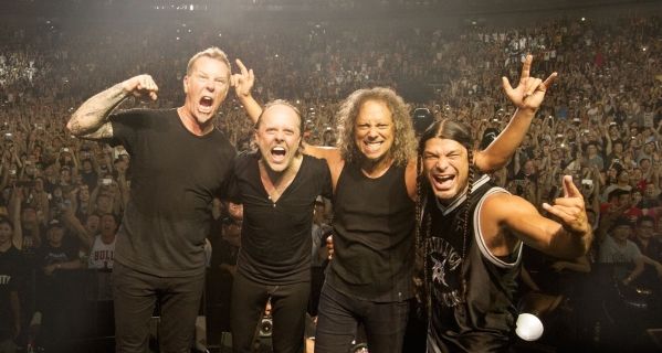 metallica-at-mercedes-benz-arena-by-ross-halfin
