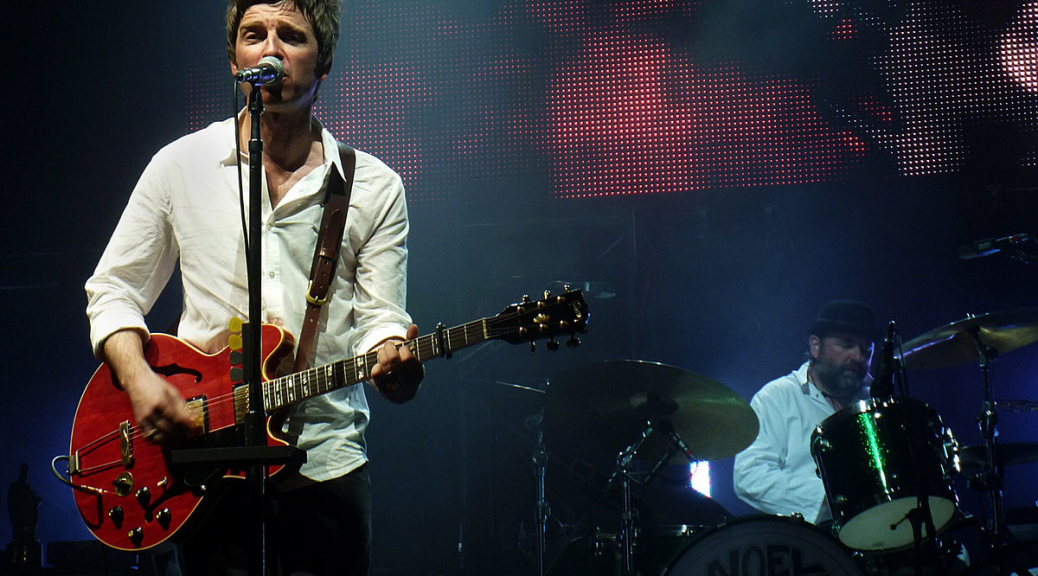 1200px-Noel_Gallagher's_High_Flying_Birds_@_Mexico_City,_April_10th,_2012